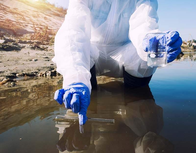 Como os corantes químicos poluem a água do planeta